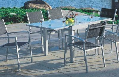 שולחן אלומיניום וזכוכית מחוסמת 90*90 נפתח ל180 כולל 4 כיסאות לא מרופדים